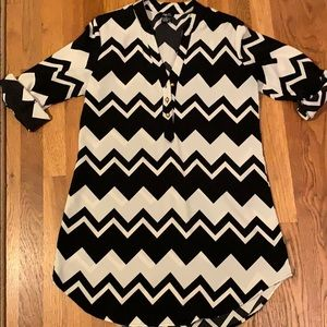 Rue 21 Black and White Tunic
